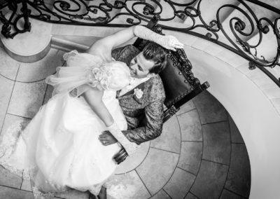 Brautpaar im Stiegenhaus